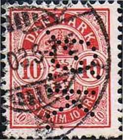 Kbh. 1) Perfinbilledet Ø 7, er det første perfinbillede ØK brugte i deres frimærker i perioden 07. 1899 – 12. 1927, og kendes brugt på Afa-Nr. 23B til og med Afa-Nr. 169. Kendes også perforeret på stempelmærker. Perfinbilledet er vist som det er perforereret i forhold til retvendt frimærke. Fra frimærkets forside. Stilling 2.