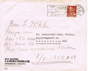 Perfinkuvert med ekstra påskrift (Herr J. Witzke / Penge som han ikke modtog, kunne ikke finde hans nuværende adresse) fra Den Danske Landmandsbank, Hypothek- og Vekselbank, Sønderborg Afdeling, Revisionen, påsat Afa-Nr. 307, 20 øre rød, perforeret med perfinbillede LB L 9.4. Kuverten er afstemplet med Tekstmaskinstempel Nr. 151, Køb post – og telegrafhåndbogen på posthuset med datostemplet placeret til højre herfor, taget i brug 1949. Datostemplet er med to stjerner (Sønderborg **). Kuverten er afsendt fra Sønderborg den 9. januar 1950, som det fremgår med destination til Hr. Proprietær Johs. Witzke, Solbjerggaard pr. Svenstrup. Als. Desværre ingen ankomststempel på bagsiden af kuverten. Takst: Landsporto: 1 vægtklasse 0-50gr 1.7.1946 – 1.6. 1950… 20 øre Kilder: Danske Tekst-Maskinstempler 1924 – 1982 H. Truelsen Kilder: Danske Breve 1851 – 1979 af Jørgen Gotfredsen og Jesper Haff.